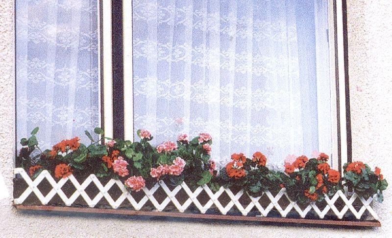zahrádka okenní BÍLÁ 70-80cm, plast