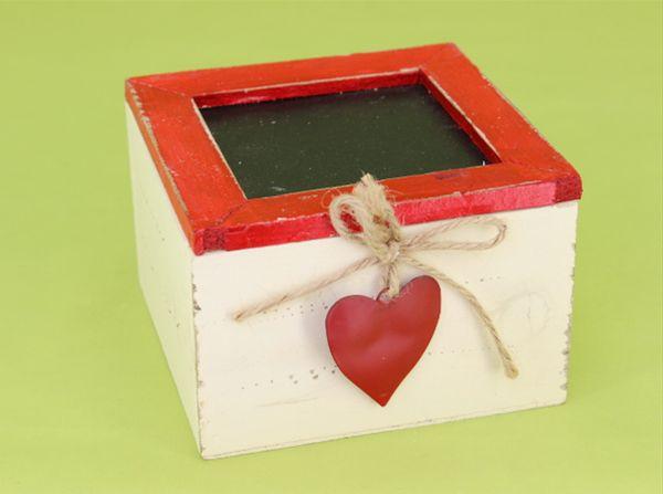 krabička SRDCE 12x12x7,5cm, červená, dřevo