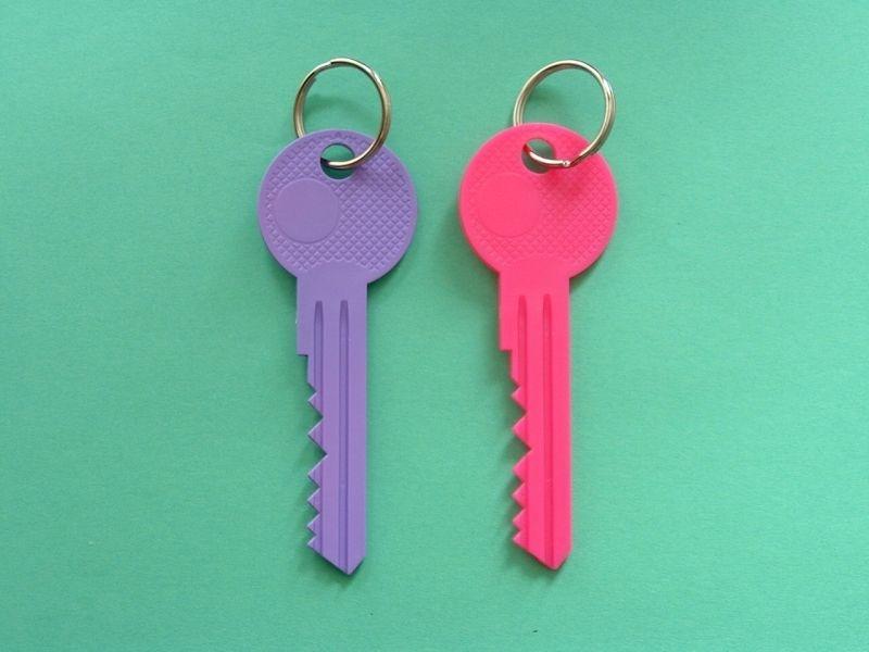 přívěšek - klíč 12cm, plast