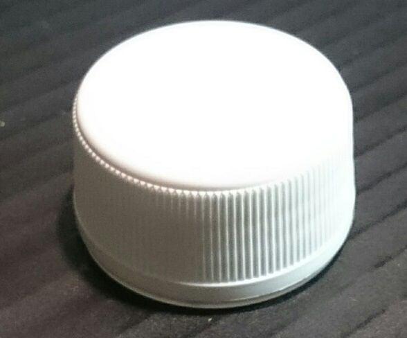 zátka  1,0-5,0l demižonu šroub. ,plast